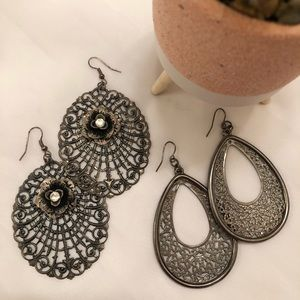 Set of 2 Dangling Earrings